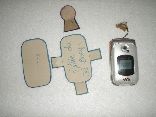 طريقة صنع حامل الهاتف النقال  بخيوط المكراميه 06fica10.jpg