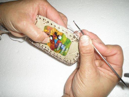 طريقة صنع حامل الهاتف النقال  بخيوط المكراميه 15come10.jpg