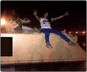 بالصور هيفاء وهبي أعلى دبابة تحية الى الجيش المصري