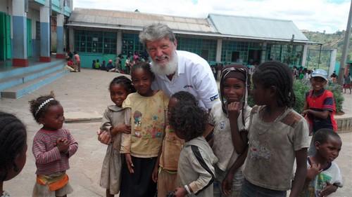CLIQUEZ sur l'image pour accéder au rapport d'activités 2012 du Père Pedro