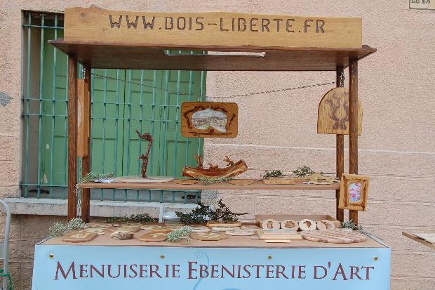 le menuisier de Montner , lébéniste tabletier qui travaille le bois ~ Qui Travaille Le Bois
