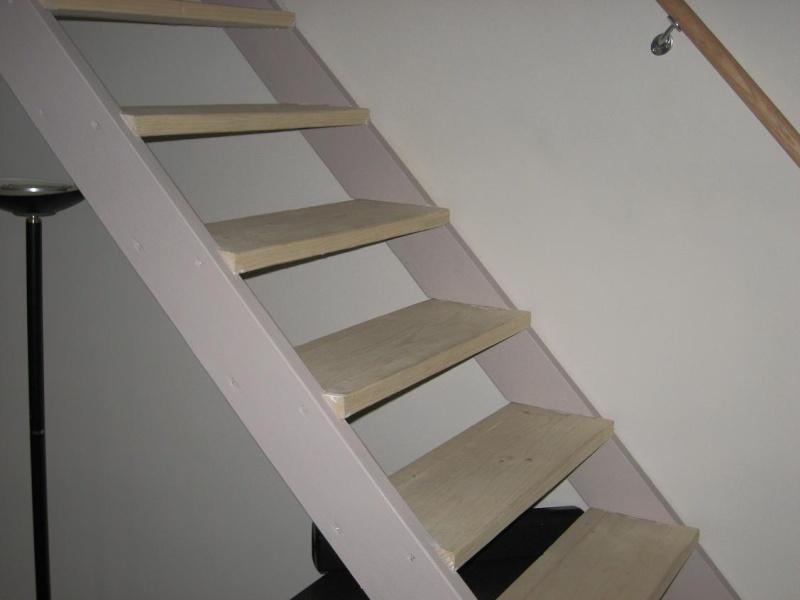 Peindre un escalier en pin brut for Peindre un escalier en bois brut