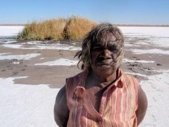 anthropologie aborigènes d'australie Courrier international yuwali 1964 : Contact en Australie documentaire film Bentley Dean Martin Butler forum