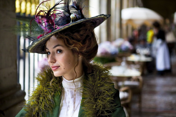 Voici un tuto de coiffure à la Gibson. Il s\u0027agit d\u0027un article en français  1908   http//wearinghistoryblog.com/2013/06/french,gibson,girl,hairstyles,1908/