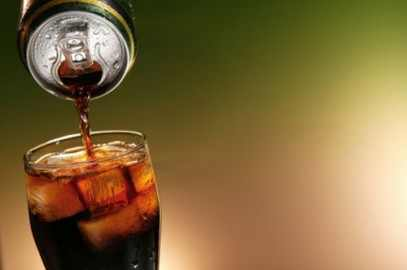 أثر المشروبات الغازية على الأسنان واللثة